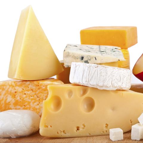 Любители европейских сыров расчистили прилавки российским брендам